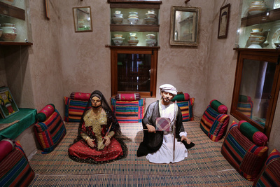 Diorama of a couple in a living room