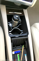 Front console open - cup holders, smarphone holder & cubby