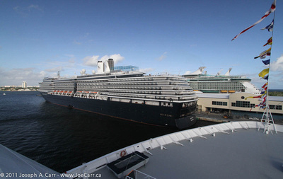 JoeTourist: Ft. Lauderdale &emdash; ms Noordam & Liberty of the Seas alongside pier