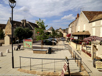 Restaurants and wine stores in the town of Pommard
