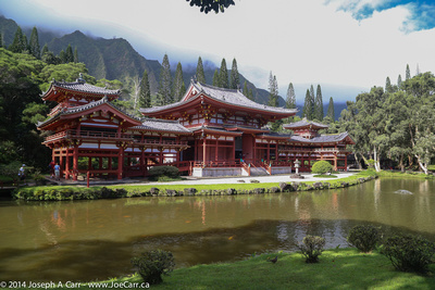 Byodo-In Temple and pond