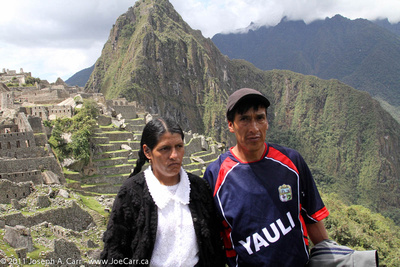 JoeTourist: Machu Picchu &emdash; Peruvians pose for us