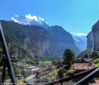 The Lauterbrunnen valley from the descending gondola