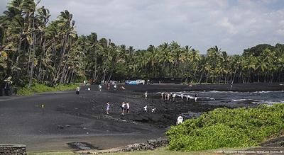 JoeTourist: Kilauea Volcano &emdash; Black sand beach