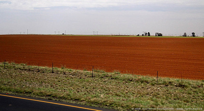 JoeTourist: Johannesburg to Hazyview &emdash; Freshly ploughed farm fields - red dirt