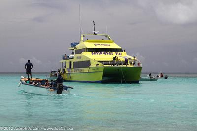 Yasawa Flyer disembarking passengers