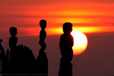 JoeTourist: Pu'uhonua o Honaunau &emdash; Sunset over the Hale o Keawe (burial place)